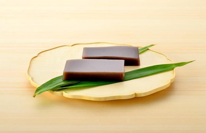 水分たっぷりでとろけるような柔らかさ! その食感と黒糖のコク、あんの程よい甘さをぜひお楽しみください!!
